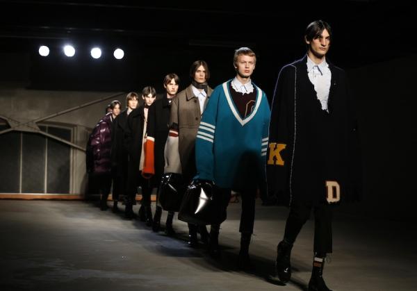 raf-simons-fall-winter-2016-menswear-presentation